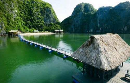 Halong 3day/2night cruise (one night on boat - one night at Bungalow on Nam Cat Island)