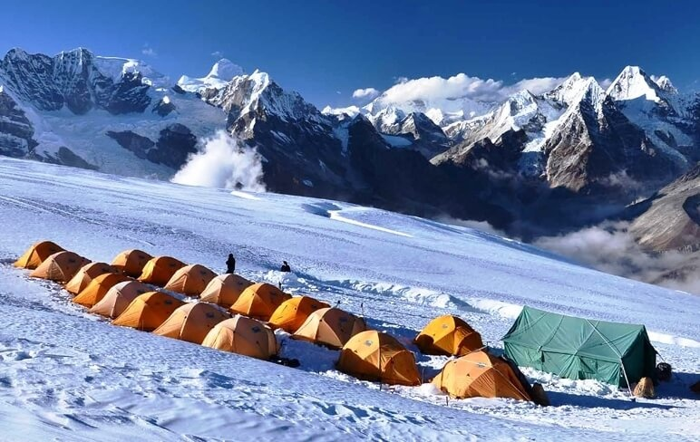MERA PEAK CLIMBING / MINI EXPEDITION